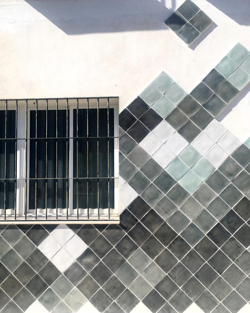 Fachada taller de alfarería Torres Ferreras La Rambla Córdoba diseñada por Luis Torres Ceramics con diseño modular contemporáneo y moderno