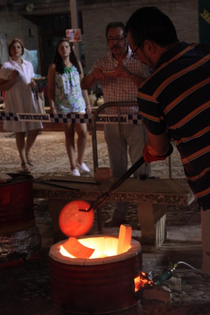 Exhibición de cocciones expermientales en La Rambla por el Colectivo Cerámico durante la celebración de la Exposición de Alfarería y Cerámica de La Rambla
