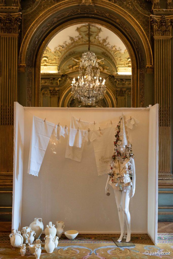 Body de cerámica diseñada por Leandro Cano y realizado por el artesano de La Rambla Luis Torres Ceramics durante la Semana de la Moda de París 2019